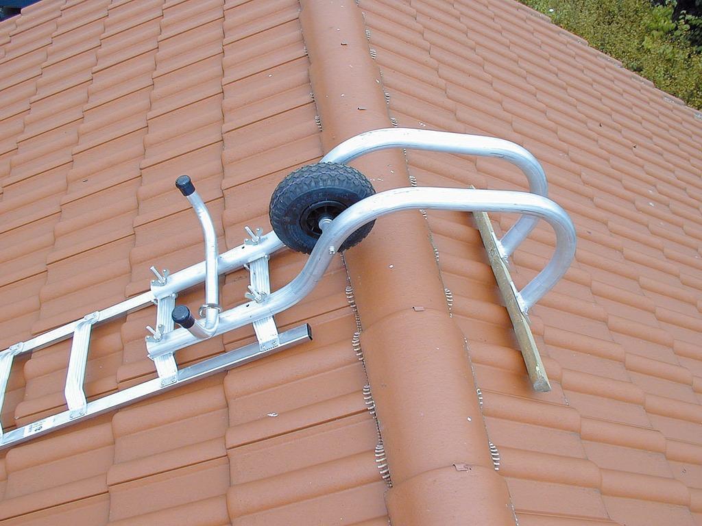 Лестница на крышу для дачи